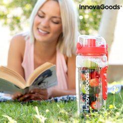 bouteille eau avec filtre infuseur fruits en exterieur