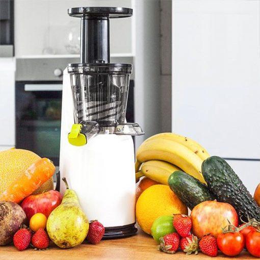 Extracteur de jus par pression à froid Cecotec Juicer Compact 4038 en cuisine